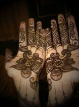 Both palms henna tattoos looking so cute and pretty.JPG